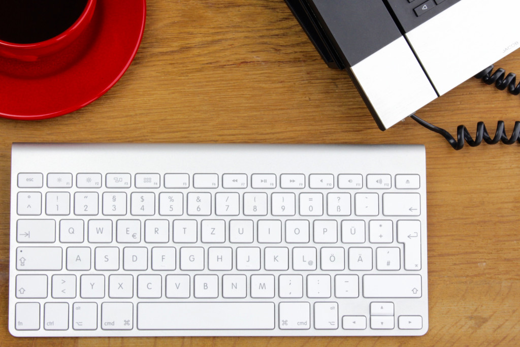 keyboard, desk, coffee, cup, red cup, phone